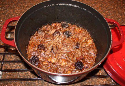 Gestoofd lamsvlees met pruimen, saffraan en kaneel - Recept van Testkok