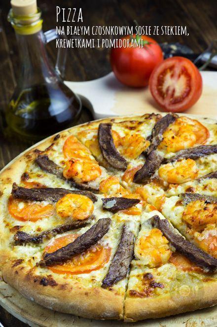 Pizza na białym czosnkowym sosie ze stekiem, krewetkami i pomidorami http://gotowaniezpasja.pl/…/354-pizza-na-bialym-czosnkowym-… #foodphotography #foodporn #fotografiakulinarna #blogkulinarny #gotowaniezpasją #pawełłukasik #grzegorztargosz