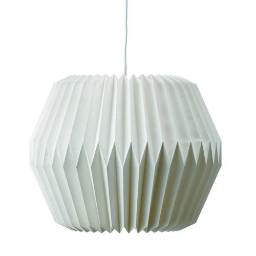 en als je dan toch lekker aan het shoppen gaat, zo'n lamp lijkt mij een heel mooi zacht detail aan het plafond.. :-)