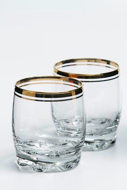 Design apropriado para copo de Whisky em vidro com detalhe dourado na borda,   boca larga que permite a aeração e concentração do aroma.  Esse formato também é ideal para a colocação do gelo: baixo e largo.   A anatomia do copo  também serve para impedir que os ingredientes da bebida fiquem no fundo, além de exaltar os aromas dos ingredientes e do processo de envelhecimento.