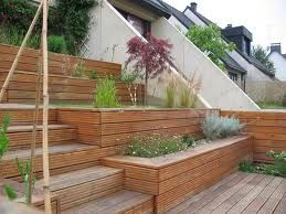 terrasse bois - escaliers et bacs à fleurs