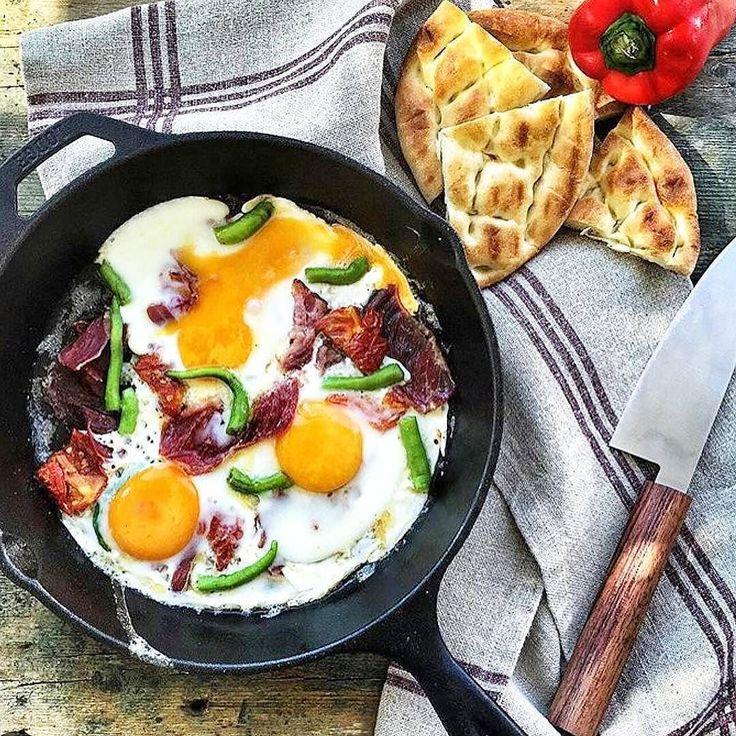 Afiyet Olsun :) Bon Appétit :) #kahvaltı #breakfast #turkishbreakfast #tugrulcavusoglu #yumurta #pide #pastırma #carpefare