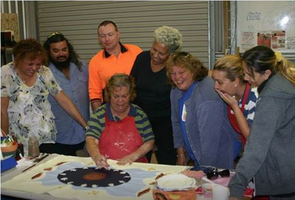 Working with the artists at the Red Shed in Barcaldine in readiness for their 'My_Earth_Calls' exhibition. Great energetic and talented mob to work with.  Courtesy Jenuarrie: http://www.indigenousartandtours.com