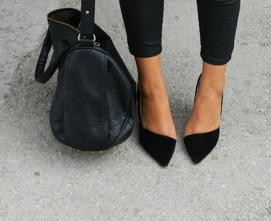 Pointy asymmetrical flats