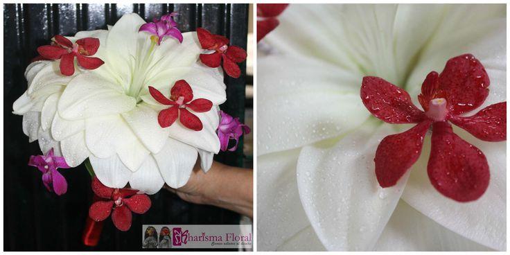 Bouquet de novia lirio blanco grande, orquideas rojas. Perfect bouquet, elegant and different. Kharisma Floral