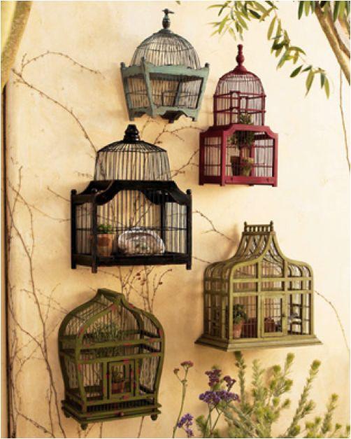 original des petites cages sur le mur