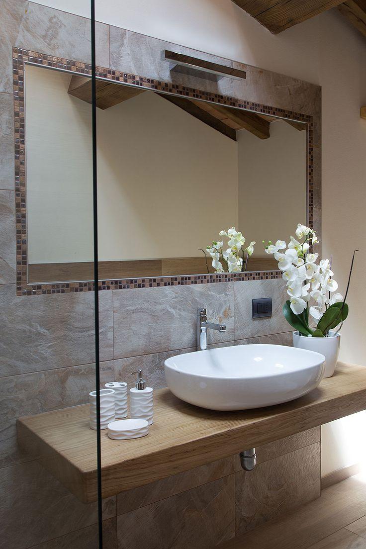 I bagni sono dotati di ogni confort con ampie docce in cristallo