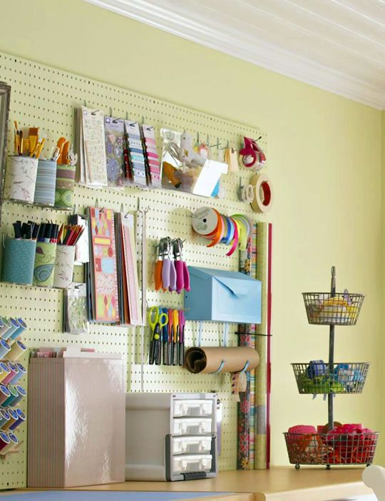 Organizing suppliesCrafts Area, Crafts Room, Cork Boards, Peg Boards, Corks Boards, Sewing Room Organic, Sewing Rooms, Wire Baskets, Storage Ideas