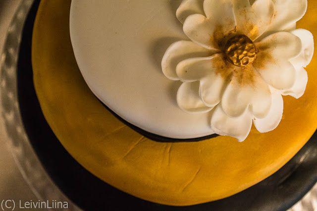 LeivinLiina: Kulta-musta-valkoinen hääkakku