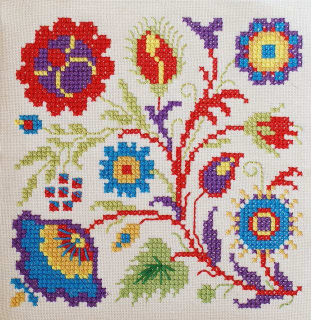 cross stitch flowers by dutch blue, via Flickr