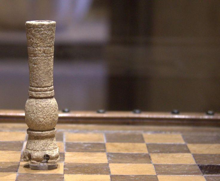"""35 Me gusta, 1 comentarios - Museo de la Alhambra (@museoalhambra) en Instagram: """"¿Sábéis que el ajedrez andalusí difiere del actual en algunos movimientos y jugadas?  La pieza que…"""""""