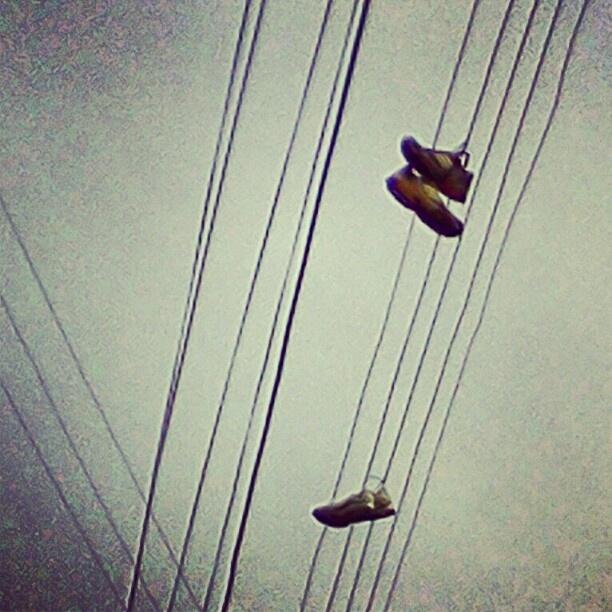 """""""Huellas""""    """"El viento nuevamente a sacudido mis pies, ya descalzo el cielo me espera"""""""