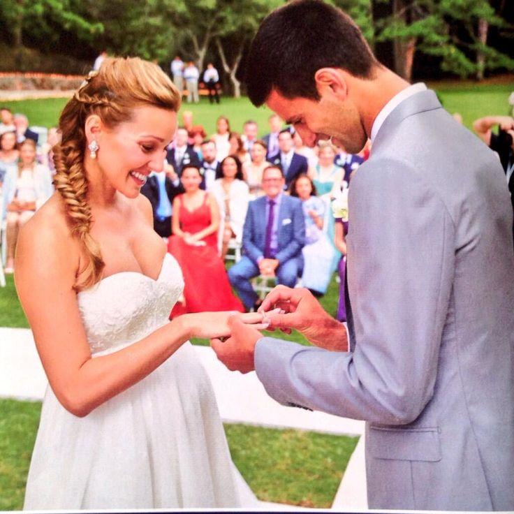 Si elle a formellement interdit à Novak Djokovic de révéler le moindre  détail sur le sexe du bébé, il semblerait que le couple attende un petit  garçon.
