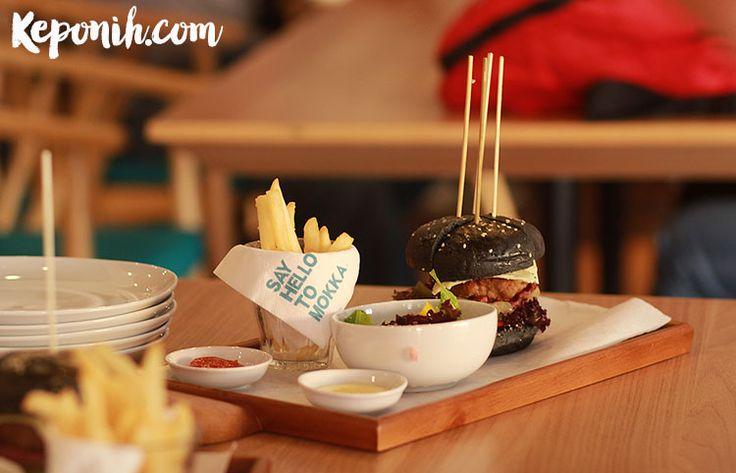 Black jack burger   Find more about the review of Mokka Coffee Cabana   https://keponih.com/featured/kuliner-paskal-23-mokka-hingga-mama-malaka/