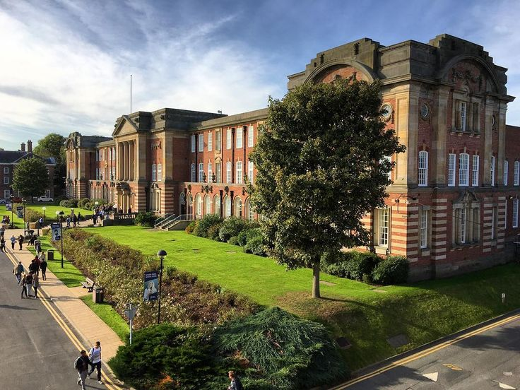 It was a #beautiful and #sunny #Autumn day in #Leeds yesterday. I had a walk around to take some #photos of some of the #city's iconic #architecture. Here is Leeds #Beckett #University's James Graham Building on the #Headingley Campus. #IgersLeeds #Yorkshire #building #travel #tourism #tourist #leisure #life #Leeds2023  #LeedsBeckett #bluesky