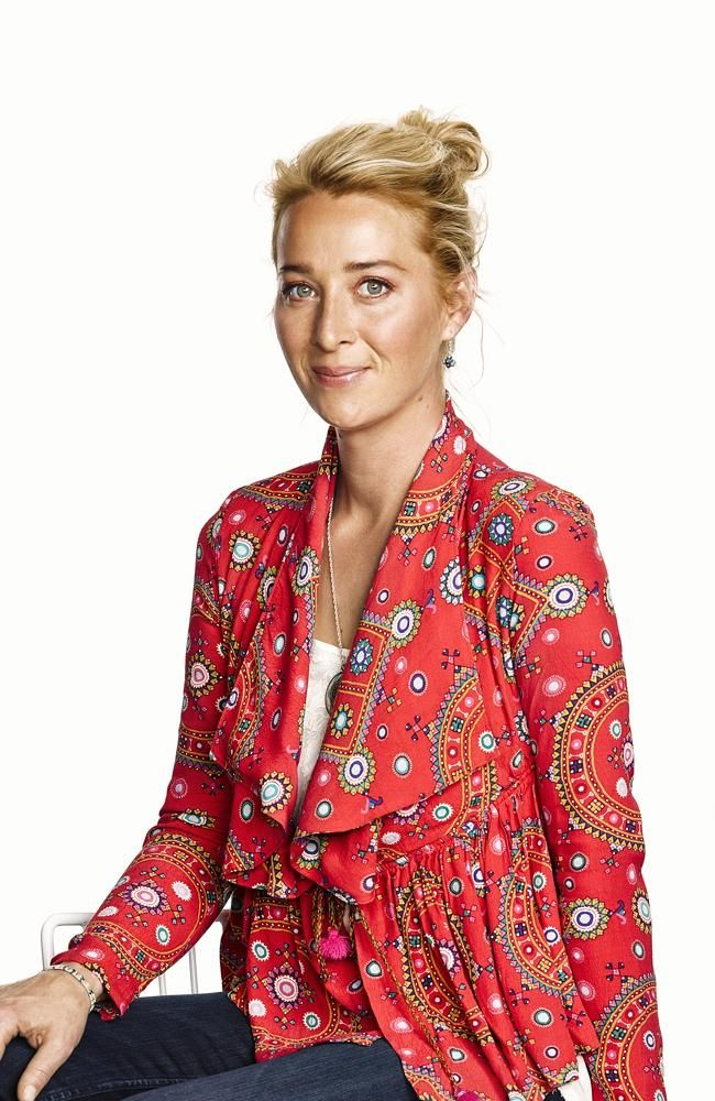Offspring season 5 - Nina  - love this top!
