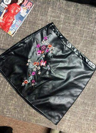 Kupuj mé předměty na #vinted http://www.vinted.cz/damske-obleceni/minisukne/16362770-trendy-sukne-s-vysitymi-kvety