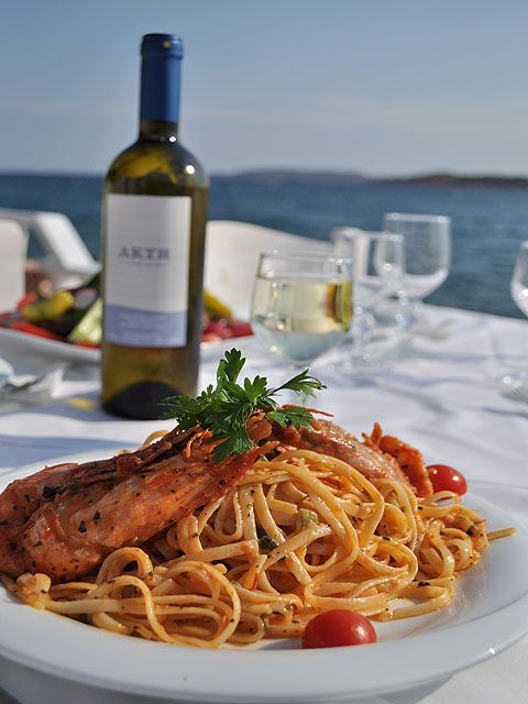 Αστακομακαρονάδα has to be one of the house specialties just like it is in fine dining restaurants in Greece