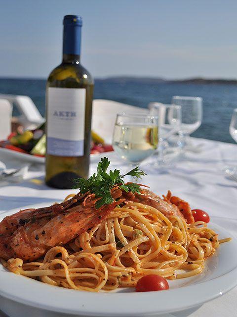 Αστακομακαρονάδα has to be one of the house specialties just like it is in fine dining restaurants in Greece