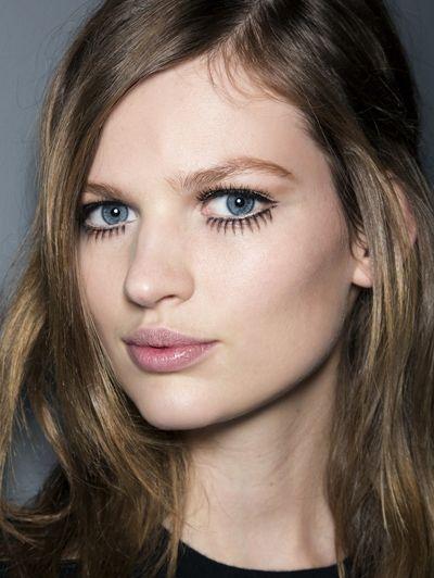 Op en top jaren zestig: valse wimpers & eyeliner @ Gucci a/w 2014| ELLE