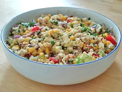 Schneller Quinoa-Salat mit Avocado, Mais, Tomate und Feta (Vegan Bbq Rezepte)