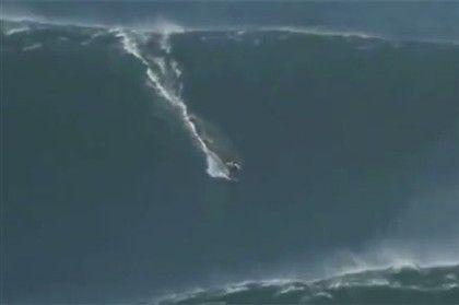 Garrett McNamara at Nazaré (PORTUGAL) on the world's biggest wave ever!