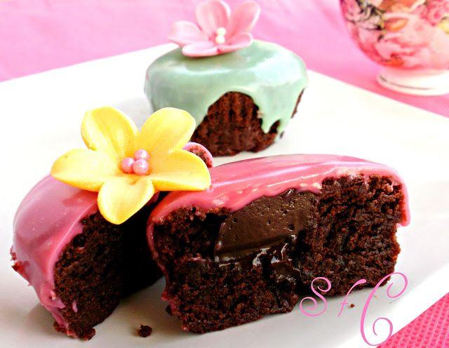 Sugar flowers Creations-Nicky Lamprinou: Σοκολατένια Cup cakes και χρωματιστή σοκολάτα