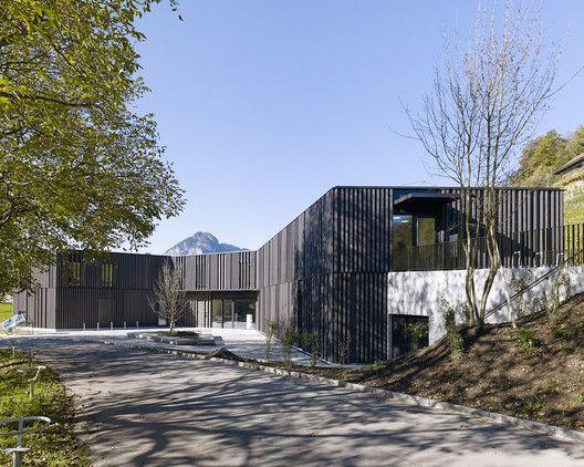 Biblioteca, y biblioteca de juegos virtuales & administración municipal en Spiez,© Yves André