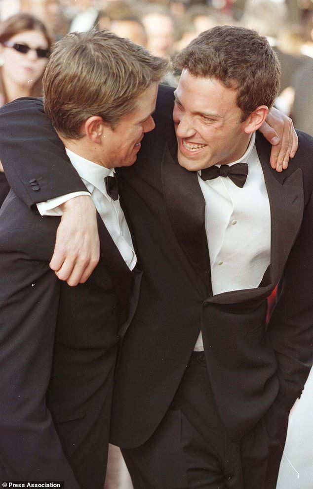 Pin By Maey41 On Ben Affleck Love Ben Affleck Matt Damon Ben And Casey Affleck