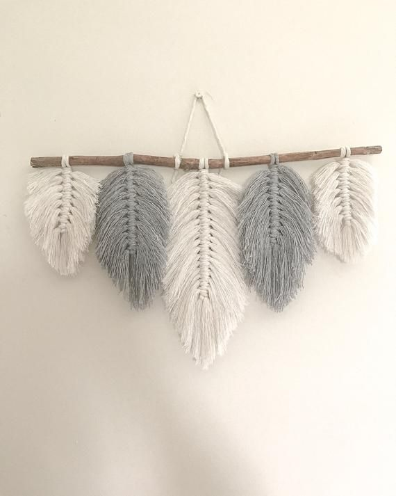 Free Shipping This Listing Is For One Macrame Feathers Wall Hanging With 5 Feathers Perfect For Your Feather Wall Hanging Macrame Wall Hanging Diy Feather Diy