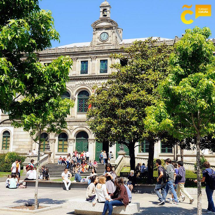 En los días de sol, #ACoruña ofrece numerosos espacios para disfrutar al aire libre #visitacoruña #PlazaPontevedra