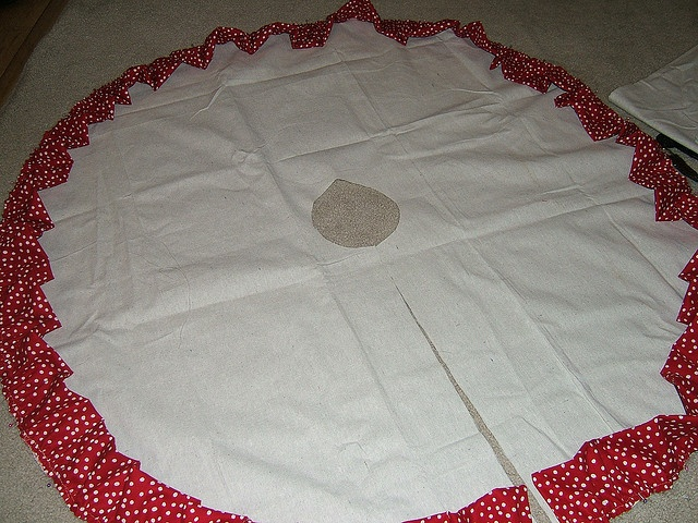 How to make your own drop cloth tree skirt by The Sweet Life by design, via Flickr