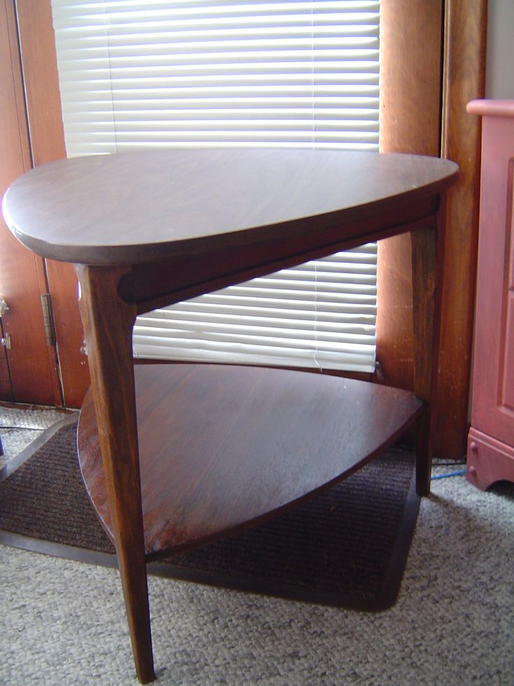 Attractive Mersman End Table, Guitar Pick Style, Mid Century Modern Furniture, LOCAL  Pick