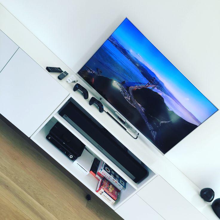 Een Sonos Playbar aangesloten op een Sony televisietoestel. Er is eveneens een hele resem aan randapparatuur mee aangesloten #smartliving