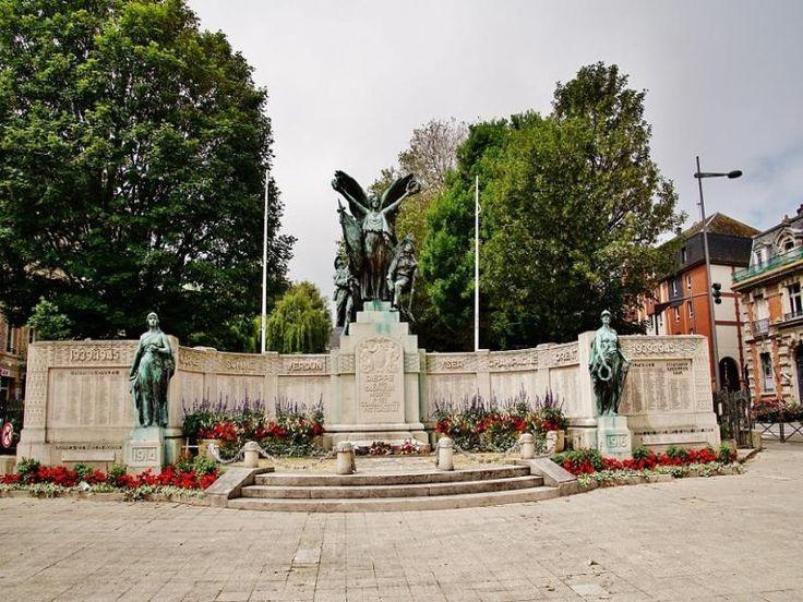 Dieppe: Le monument aux Morts - France-Voyage.com