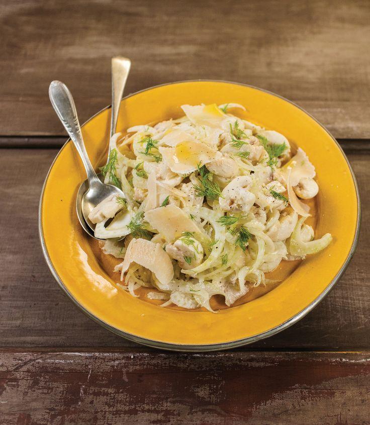 Salada de cogumelos frescos com erva-doce e parmesão | Receita Panelinha: Uma salada sofisticada, com uma combinação de sabores elegante, que também pode fazer as vezes de acompanhamento para carnes e aves.