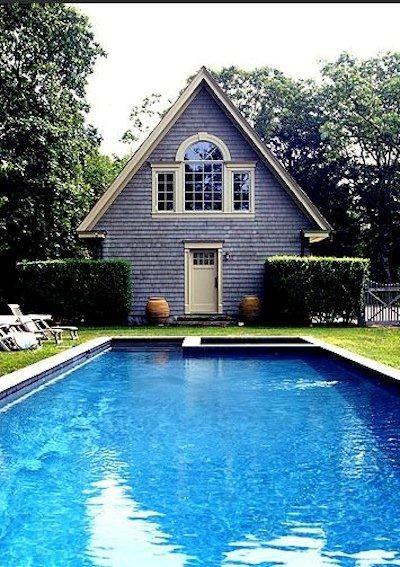 Naast mijn lokaal wil ik een zwembad voor als het in de zomer mooi weer is en als het in de winter vriest. Zowel zwemmen als schaatsen.