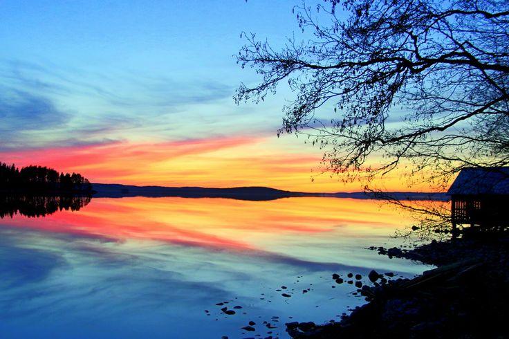 Päijänne sijaitsee Jyväskylässä.Päijänne on yksi isoimmista Suomen järvistä.Päijänteellä on paljon mökkejä.Kirjoittanut Tuke