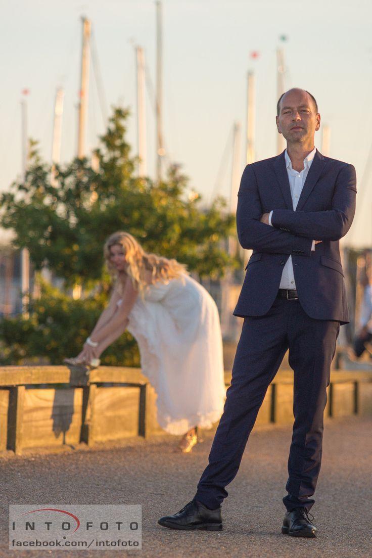 Lidt spas på havnepromenaden #Bryllup #Wedding #Bryllupsfotograf #Intofoto #Bryllupsfoto #Bryllupsfotografering #Hillerød #Nordsjælland