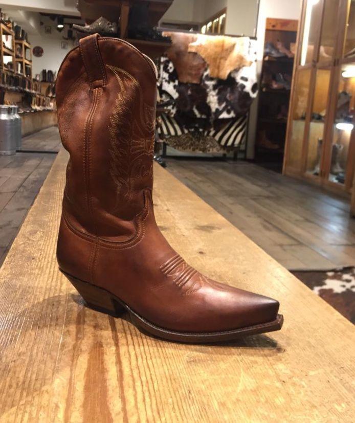 Pin de Noel Western Boots en Mujer en 2019   Botas cowboy
