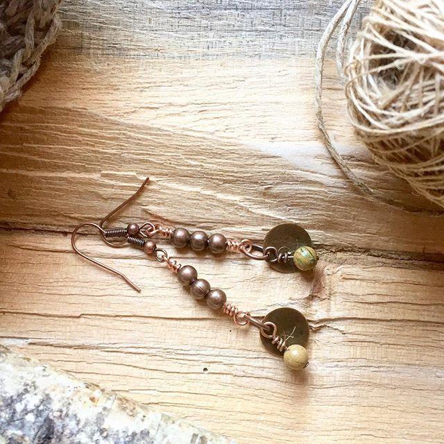 Nuovi orecchini. Disegnati, progettati e realizzati a mano su mio modello. Inserti di rame, perle tonde di diaspro.  Per info: piera.romeo@gmail.com  #bestoftheday#picoftheday #instajewelry #handmadejewelry #jewelry #gioielli #boho #instahandmade #jewelrymaking #jewelrydesign #pieraromeodesign #gipsystyle #bohojewelry #bohostyle #boho #earrings #minimalistjewelry