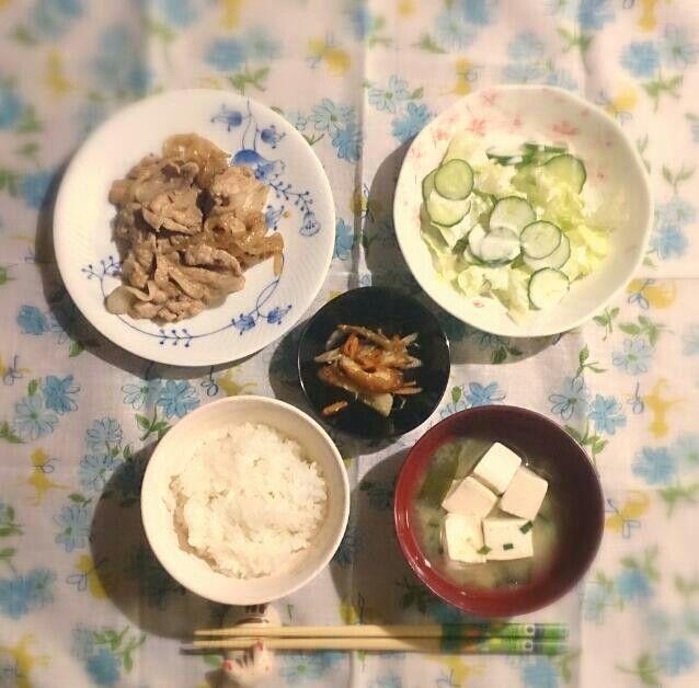 2015,5,3~娘の夕御飯♥ 豚肉の生姜焼き、野菜サラダ、きんぴらごぼう、ご飯、お味噌汁♡