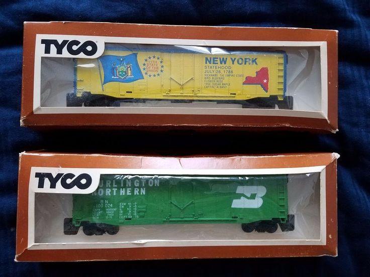 2 Tyco HO New York Statehood and Burlington Northern Box Cars Yellow Green  #Tyco