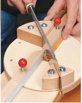 um gabarito que alem de permitir cortes de meia esquadria possibilita varios angulos:       no PDF gabarito para o recorte das peças em angu...