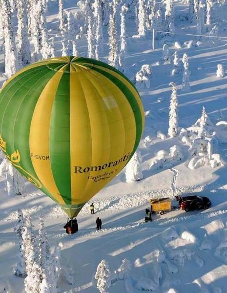 MONTGOLFIÈRE Le blason de Romorantin dans le ciel lapon... - 02/03/2013 : Le ballon solognot dans le Grand Nord. (Photo Jean-Philippe Perraguin)  c'est en Laponie que le célèbre aérostat portait haut dans le bleu du ciel les armoiries de la capitale de la Sologne pour le 7e Raid arctique en montgolfière qui se déroulait à Gallivare, en Suède. Le photographe romorantinais Jean-Philippe Perraguin était du nombre tout comme Joël et Sylviane Gibier de Maslives.
