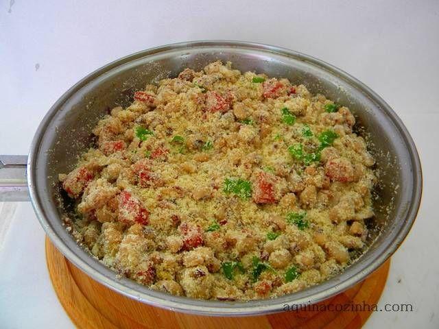 Receita de Farofa de feijão fradinho. Saiba os ingredientes e o passo a passo para fazer bem fácil.