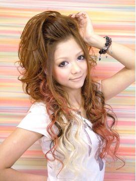 モヒカン風スジちらしハーフアップ♡ギャルの命☆ヘアセットの参考一覧です。