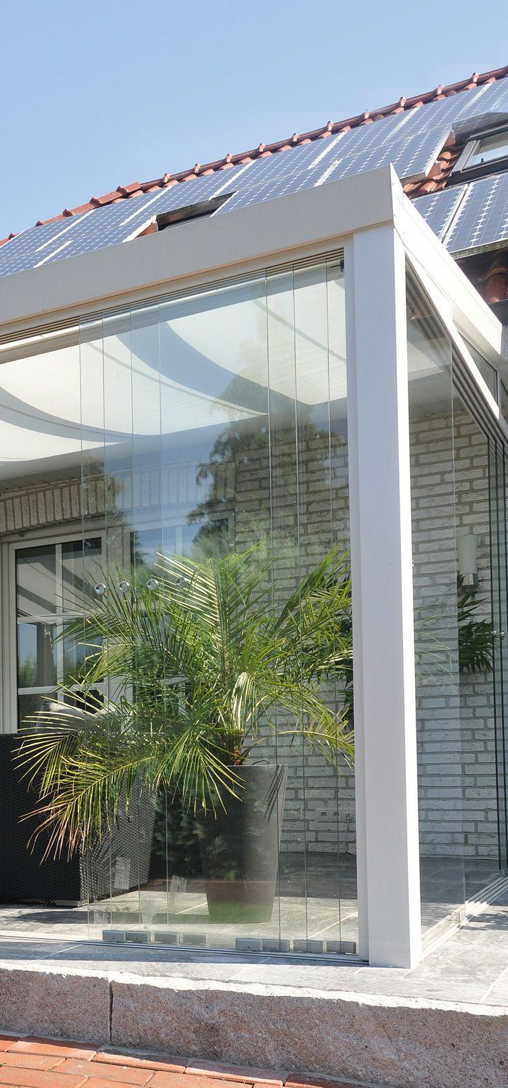 Dettaglio vetrate scorrevoli su veranda completa
