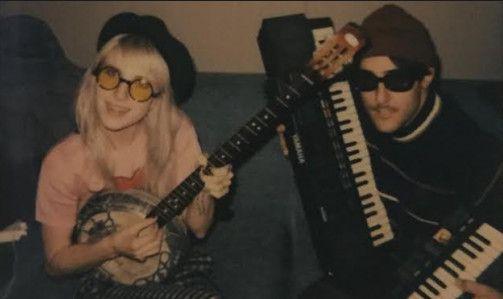 """Ouça o dueto de Zac Farro e Hayley Williams do Paramore, """"As U Wave"""" #Banda, #Disco, #Disponível, #Lançamento, #Noticias, #Novo, #Youtube http://popzone.tv/2017/03/ouca-o-dueto-de-zac-farro-e-hayley-williams-do-paramore-as-u-wave.html"""