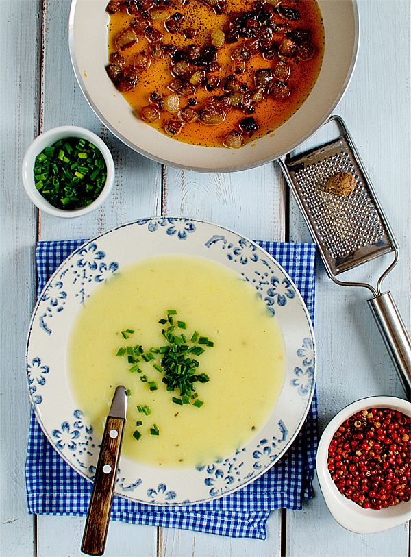 Zupa ziemniakowa bardzo jedwabista i mocno aromatyczna [film video]